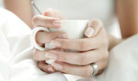 Ушли в рыжину: из-за чего ногти активно желтеют
