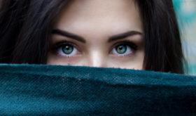Кожа в панике: 3 небанальные причины появления акне