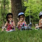 Спортивная одежда и обувь как идеальное решение для прогулок с детьми