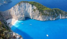 Греция снимает ряд ограничений для привитых